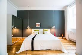 chambre avec lit rond décoration chambre moderne avec parquet 79 la rochelle