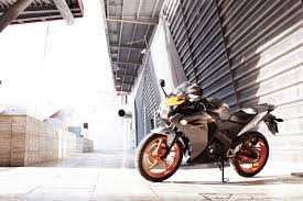 honda cbr125r 2011 honda cbr125r makes canadian debut motorcycle com news