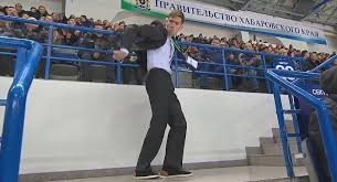 russian security guard dancing to mj becomes overnight internet