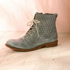 boots uk size 9 32 best shoes boots for images on