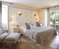decoration chambre hotel photo deco chambre blanc classique hôtel classique chic et bois