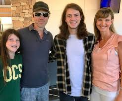 duck dynasty hair cut duck dynasty star jase robertson just shaved his beard