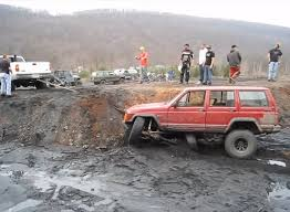mud jeep cherokee this jeep cherokee gets mucked up jk forum