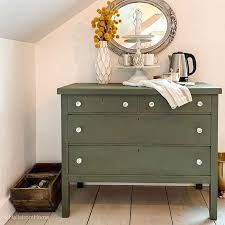 how much chalk paint do i need for kitchen cabinets chalk paint vs fusion mineral paint hallstrom home