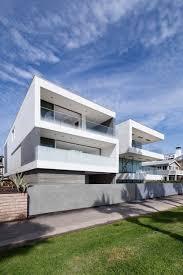 modern zig zag house in la with venetian plaster treated walls