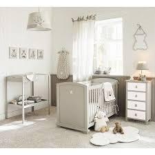 chambre bébé blanc et taupe chambre bebe beige et taupe élégant table langer en bois taupe l 80