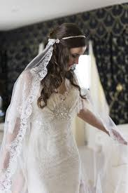 hairstyles with mantilla veil to wear a mantilla veil on your wedding day