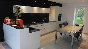 cuisine mur noir table basse carrée laquée inspirational mur noir cuisine avec