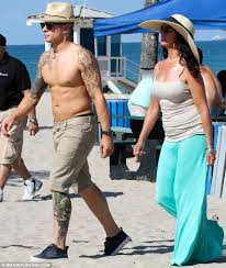 casper smart goes shirtless to dine with his mother who is
