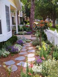 Backyard Stepping Stones by Front Yard Cottage Design Garden With Stepping Stones Garden