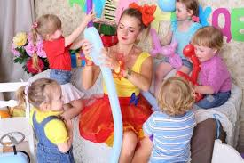 clown entertainer for children s kids party entertainer hiring childrens birthday party entertainment stay at home