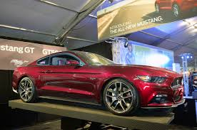 Mustang 2015 Gt Black The Scalloped Sides Are A Nod To Classic Mustangs 2015 Ford