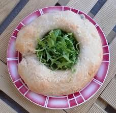 cuisine napolitaine tortano de naples aux fromages et à la charcuterie