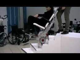 sedie per disabili per scendere scale saliscale a cingoli per salire le scale con la carrozzina
