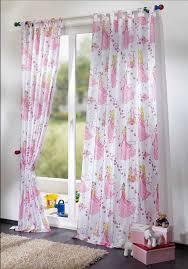 kinderzimmer gardinen rosa schön kinderzimmer gardinen mit prinzessin motiv im weiß und rosa