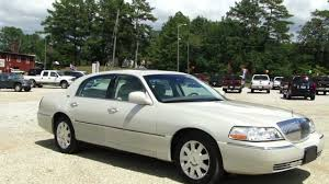 Lincoln Town Car Pictures 2005 Lincoln Town Car Photos And Wallpapers Trueautosite