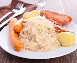 cuisiner la choucroute choucroute traditionnelle recette de choucroute traditionnelle