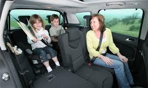 peut on mettre 3 siege auto dans une voiture recherche désespérément une voiture pour 3 enfants hors monospace