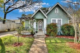 sweet hyde park cottage with guest house asks 550k curbed austin