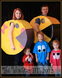 Newborn Family Halloween Costumes by Watch Out For The Woestmans Mr And Mrs Pacman And Ghosts Family