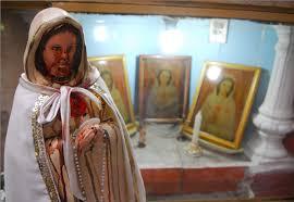 imágenes religiosas que lloran sangre fieles aseguran que imagen de la virgen llora sangre en barrio obrero