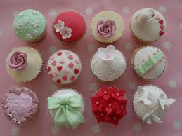 image of decorating cupcakes with frosting tip hair do u0027s