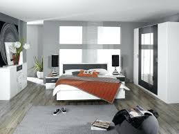 d馗oration chambre adulte pas cher chambre parentale avec parquet en bois fonce et mur clair design