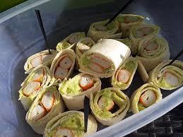 cuisiner le surimi recette de maki de wrap pique nique au surimi et avocat