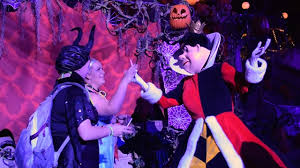 meet the queen of hearts at mickey u0027s halloween party 2016