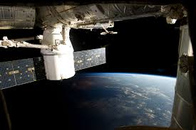 North Dakota how fast does the space station travel images Spacex 39 s dragon first private spacecraft to reach space station