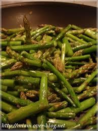 cuisiner asperge verte poêlée de petites asperges vertes et cueillette d asperges des bois