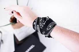 bandana wristband four ways to wear a bandana mademoiselle a minimalist fashion