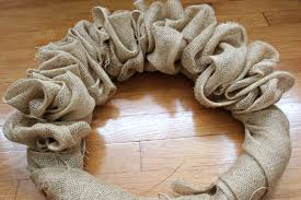 christmas burlap wreaths how to make a burlap wreath ideas tutorials and pictures