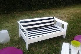 divanetti fai da te upcycling trasformare un vecchio letto in divanetto da giardino