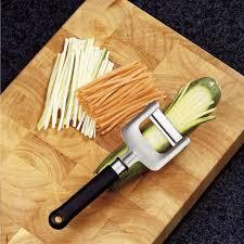 indispensable cuisine indispensable le couteau à julienne pour une cuisine raffinée