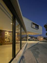 Cantilever Home by Concrete Cantilever House Extends 32 Feet Over The Pool