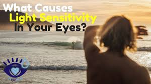 what causes eyes to be sensitive to light what causes light sensitivity in your eyes youtube