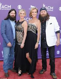 why did jesicarobertson cut her hair jep and jessica robertson introduce their adopted baby son jules