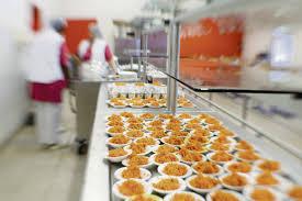 cuisine centrale elior alimentation ces parents qui mijotent une cantine publique l humanité