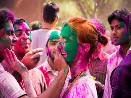 how is holi celebrated in modern day boldsky