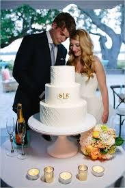 cake monograms 21 unique monogrammed wedding cakes weddingomania