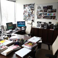 bureau de exclu dans le bureau de laurence dans le bureau de
