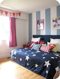 Navy Blue And White Bedroom Ideas I Like How The Bed Sits And All The Pillows Kaden Bedroom