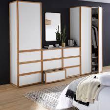 dressing chambre pas cher un dressing blanc et bois pour la chambre joli place