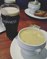irlande cuisine seafood chowder and a pint of guinness my favorite