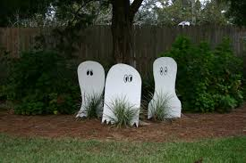 diy halloween ghosts for your yard