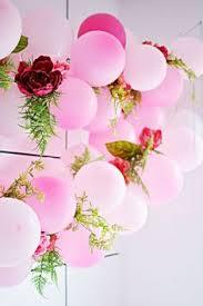 flowers and balloons floral balloon backdrop diy by thesarahjohnson feelin crafty