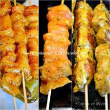 recette cuisine barbecue gaz brochettes de poulet caramélisées salade croquante vinaigrette au