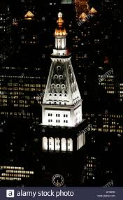 night view of top of metropolitan life insurance corp tower