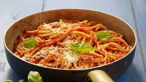 comment cuisiner des pates sauce tomate pour les pâtes facile et pas cher recette sur